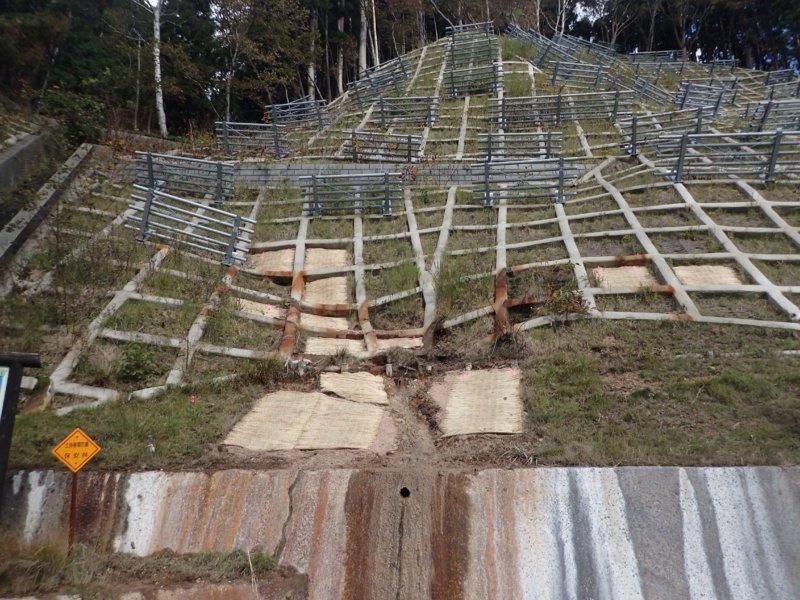 Image of 知内町小谷石中の沢での酸性硫酸塩対策緑化工の試験施工 2