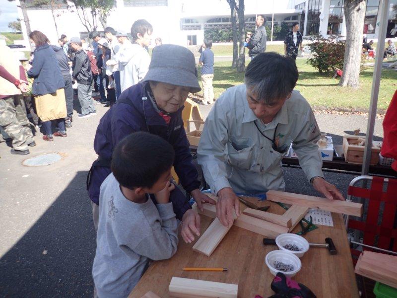 Image of 「しんとつかわ味覚まつり」での木育活動 1